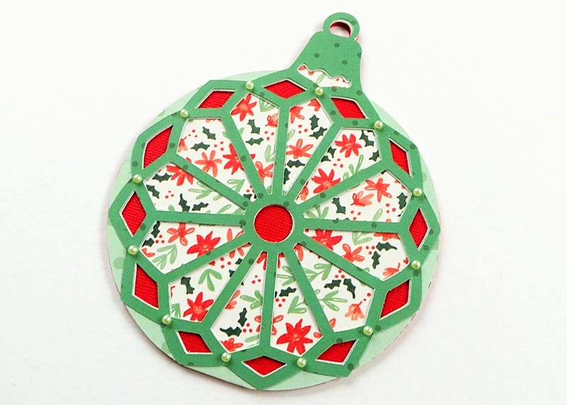 Christmas Ornament Circular Card (made with the Cricut Explore) at Jennifer Grace Creates